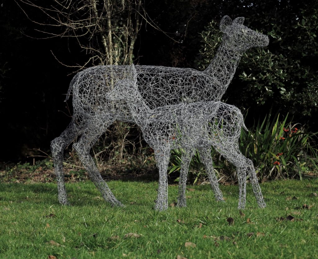 Wire doe and fawn sculptures